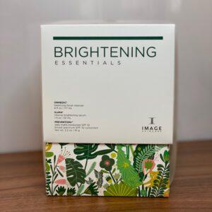 Brightening Essentials Karton zu